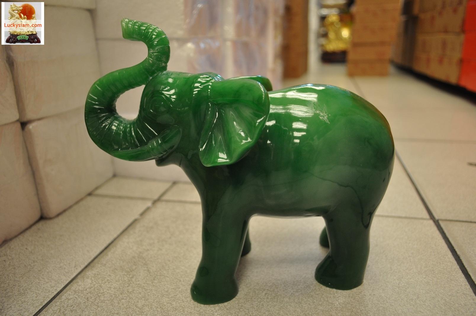 ช้างมงคลหยก