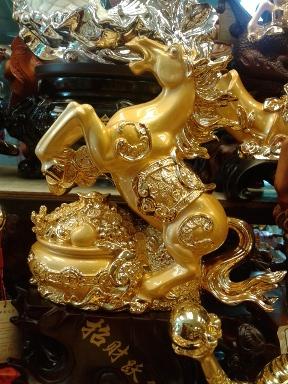ม้ามงคลทะยานกระถางทอง