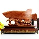 ปลาหลี่ฮื้อไม้บนฐานไม้ค้าขายร่ำรวย เหลือกินเหลือใช้