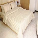 ชุดผ้าปูที่นอนโรงแรมลายริ้ว 6 ฟุต (5 ชิ้น) สีครีม