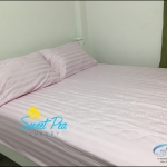 ชุดผ้าปูที่นอนโรงแรมลายริ้ว 6 ฟุต (5 ชิ้น) สีชมพู