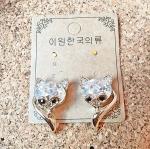 ต่างหูแฟชั่นเกาหลี รูปFox สีทอง ประดับคริสตัล ขนาด 2.5 cm. งานเกรดเกาหลี น่ารักมาก