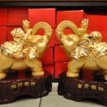ช้างมงคลคู่ทอง