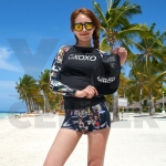 CASSA ชุดว่ายน้ำ ชุดว่ายน้ำผู้หญิง ชุดว่ายน้ำผู้หญิงเซ็ต 2 ชิิ้น กางเกงขาสั้น+ เสื้อแขนยาว (สีดำ ลาย XO)
