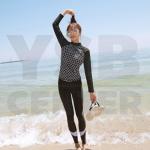 CASSA ชุดว่ายน้ำ ชุดว่ายน้ำผู้หญิง ชุดว่ายน้ำผู้หญิงเซ็ต 2 ชิิ้น เสื้อแขนยาว + กางเกงขายาว (สีดำ ลายตาข่าย)