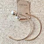 ต่างหูแฟชั่นเกาหลีห่วงสีทอง ต่างหูสีทองแบบครึ่งวงกลม งานเก๋มาก ห่วงกว้างประมาณ 7 cm.