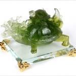 เต่าหัวมังกรมงคลหยกบนฐานแก้ว อายุวัฒนะอุดมทรัพย์