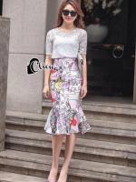 Loana Lace Top + Printing Line Skirt งาน Set เสื้อลูกไม้ ทั้งตัว ทรงแขนสั้น ตัดเย็บด้วยผ้าลูกไม้เนื้อนิ่มดูเงา ๆ มาพร้อมกระโปรงโทนสีชมพูหวานแหวว แต่งลายสวยงาม ซิปหลัง ปลายกระโปรงแต่งทรงหางปลา ทรงน่ารัก เป็นเซ็ทที่นำเสนอเลยค่ะ งานเกรด Premium Quality by Cl